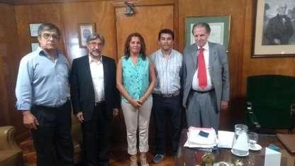 Los representantes del gremio judicial con el titular de la Corte