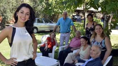 Caterina, feliz con su familia.