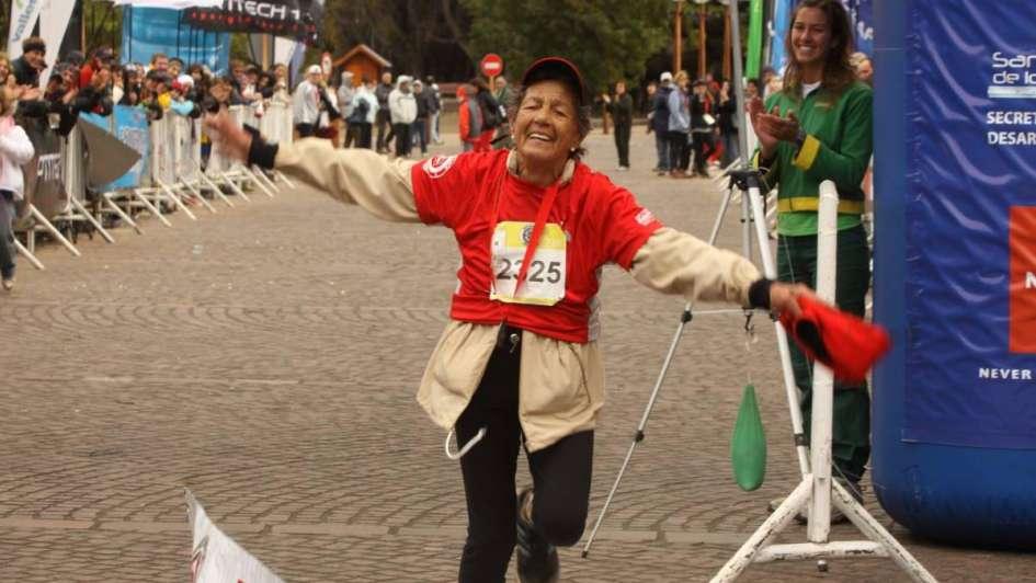 La emocionante historia de la bisabuela de 82 años que escalará el Aconcagua