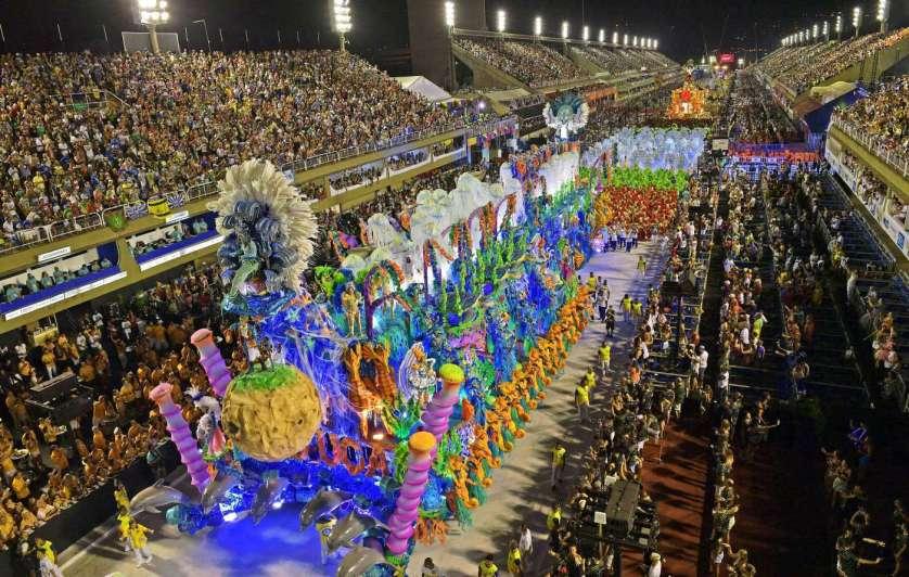Terminó el Carnaval de Río, crítico como nunca