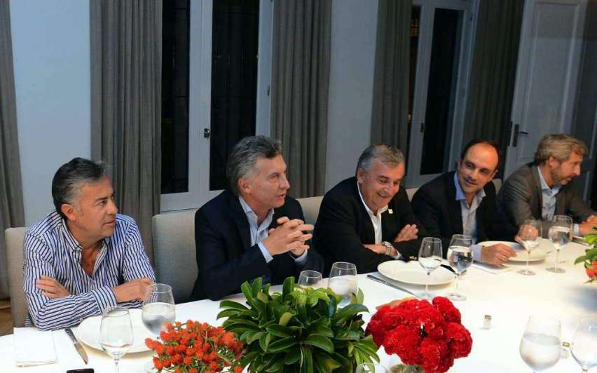 Macri presiona  a las provincias  que no firmaron el Pacto Fiscal