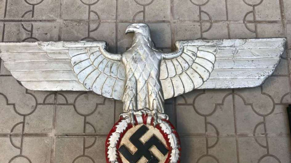 Secuestraron una colección de objetos nazis en Salta que llegaron por correo