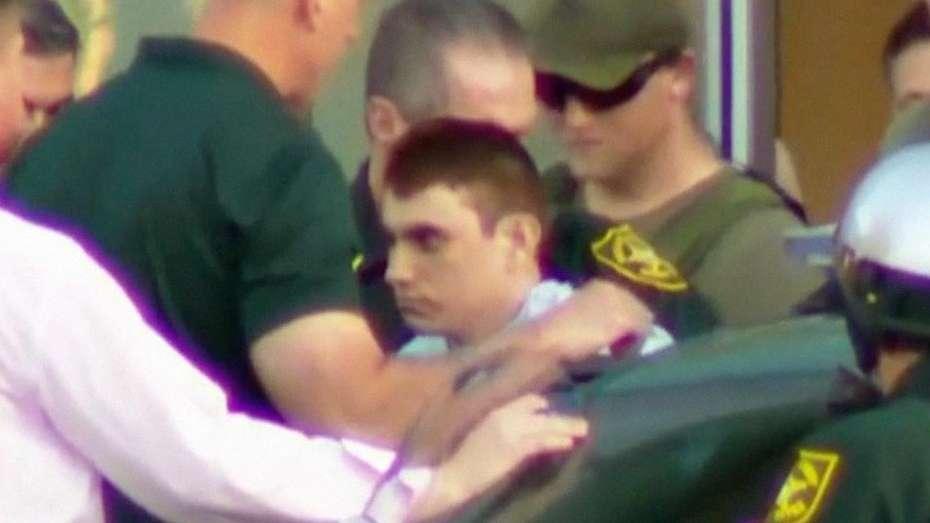 Trump visita hospital donde están víctimas de la masacre de Florida