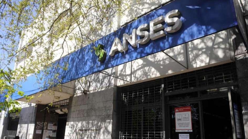 La ANSES adelanta el pago a jubilados por el paro bancario