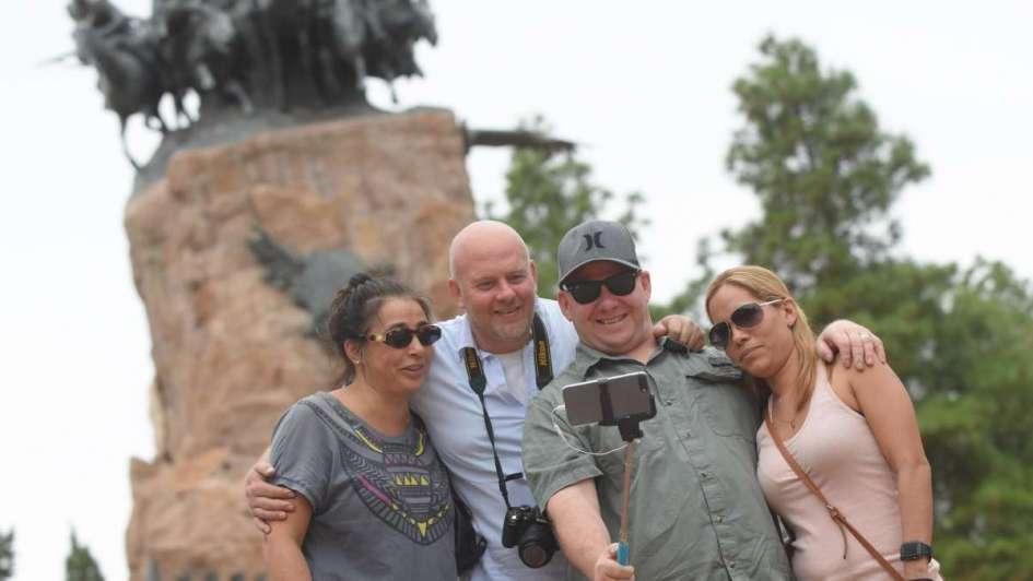 Taxistas, policías y municipales aprenden inglés gratis para mejorar el trato con turistas