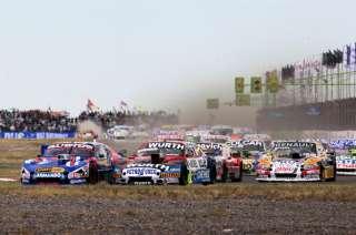 La carrera tuvo un par de interrupciones por despistes varios.