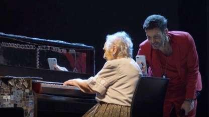 Axel y una abuela de 91 años