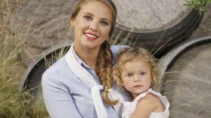 María José y su pequeña hija Emma.