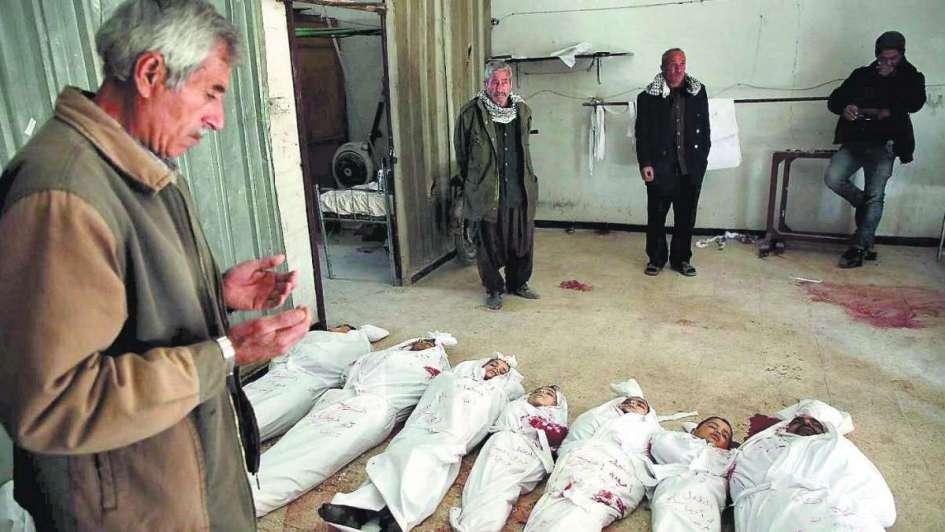 Ataques aéreos sirios matan a casi 80 civiles en feudo opositor