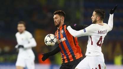 Ferreyra, marcado por Manolas, anotó para el Shakhtar en el partido de ida.