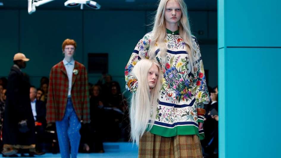 Modelos con cabezas decapitadas y dragones sorprendieron en el último desfile  de Gucci 3ec2b5bd4e1