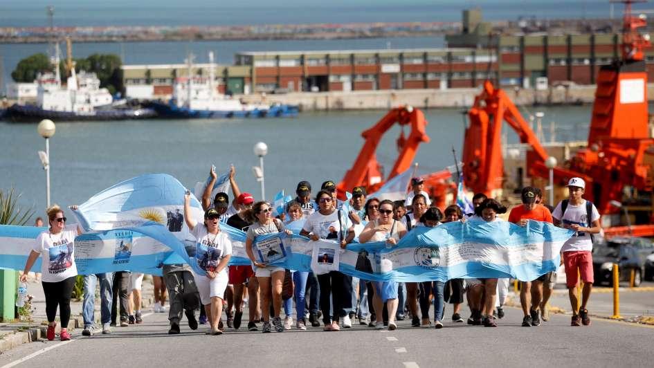 Familiares de submarinistas recaudan fondos para iniciar una búsqueda privada