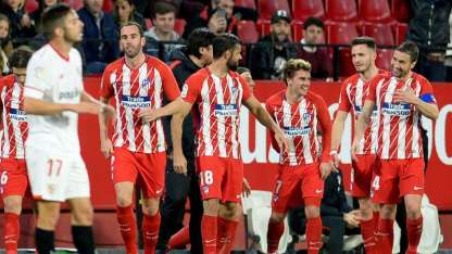 Griezmann festeja uno de los tres goles que le convirtió al Sevilla.