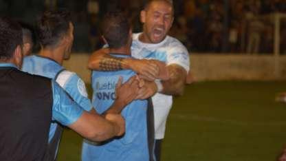 Nicolás Gatto festeja el gol del empate para Gutiérrez.