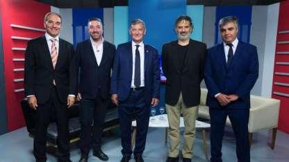 Luis García, gerente general de Los Andes, y Raúl Pedone, editor general, junto a los disertantes.