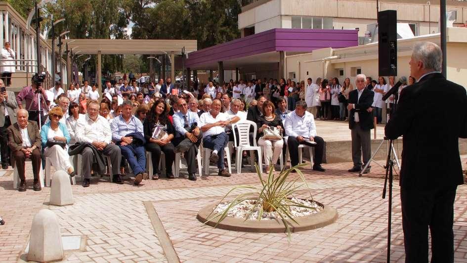 El Hospital El Carmen celebró sus 118 años con la inauguración de su nueva Plaza Central