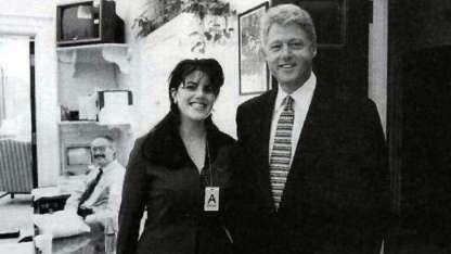 Tras el escándalo, Clinton continuó su matrimonio con Hillary. Mónica no se casó ni tuvo hijos.