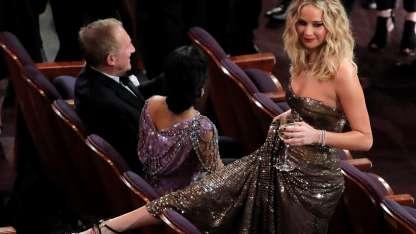 Jennifer Lawrence se animó a cruzar butaca por butaca.