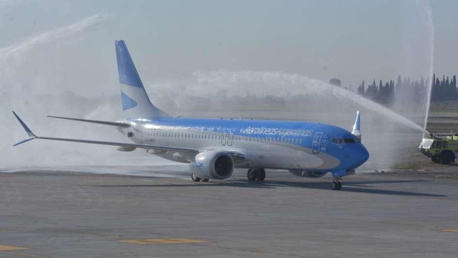 Fotos y videos: Mendoza recibió el nuevo Boeing737 Max 8 de Aerolíneas Argentinas