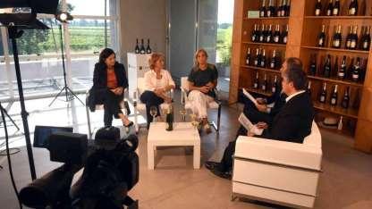 Las entrevistadas en la bodega Chandon, junto a Luis García, gerente general de Los Andes, y Raúl Pedone, editor general.