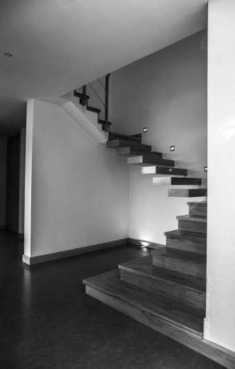 Recorremos una casa mendocina con espacios para compartir