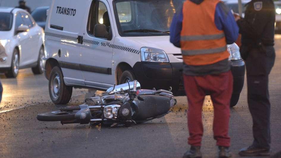 Un motociclista falleció tras chocar contra el guardarrail del Acceso Sur