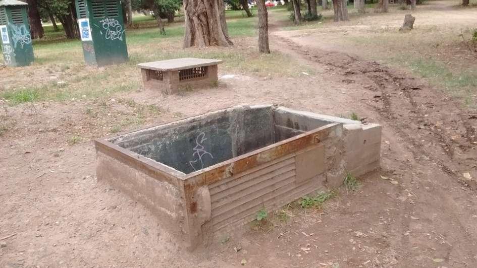 Vecinos denuncian un peligroso hueco en pleno parque San Martín