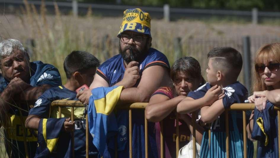 Los hinchas de Boca esperaron desde temprano la llegada de los jugadores