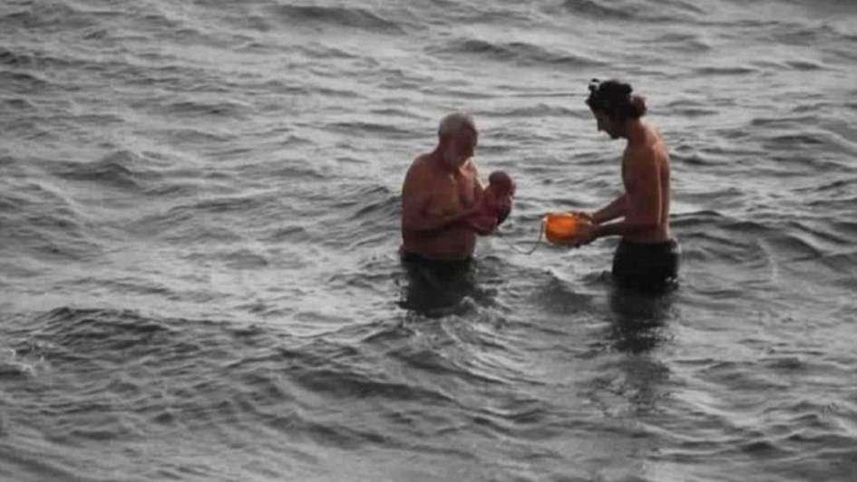 Entró al Mar Rojo a dar a luz y todo fue registrado en una secuencia de imágenes