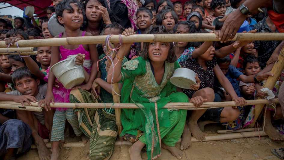 Acusan a Facebook de difundir discursos de odio contra minorías masacradas en Myanmar