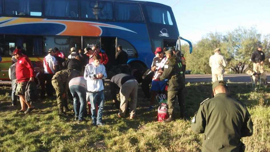 Exhaustivo control policial a hinchas de River: secuestraron armas, drogas y alcohol