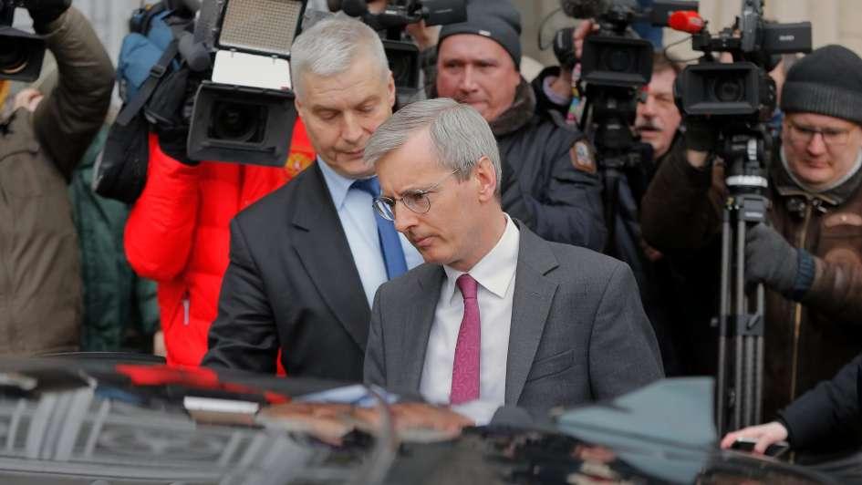 Máxima tensión por el exespía envenenado: Londres echa a diplomáticos rusos