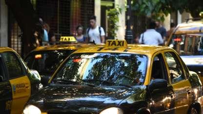 A pesar de las promesas, la mayoría de los taxis no reciben tarjeta de débito.