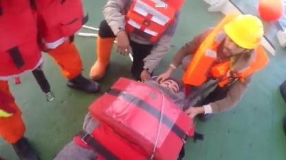 Prefectura escató en altamar al marinero que sufrió la amputación de su mano izquierda.