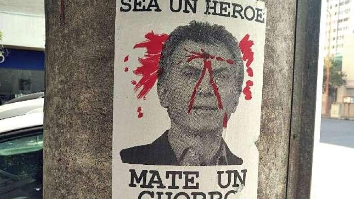 Polémicas fotos que llaman a matar al presidente Mauricio Macri