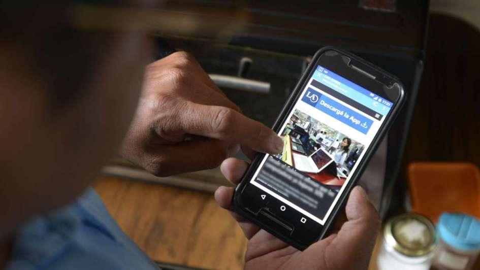 Se podrá usar el teléfono celular dentro de los bancos