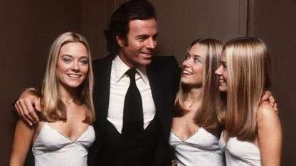 Las Trillizas de Oro fueron coristas del cantante a fines de los 70.