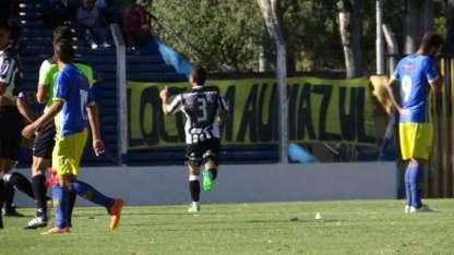 Aguirre festeja el gol mensana.