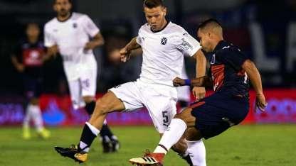 Pérez García la pisa ante la marca de Nico Domingo, del Rojo, que ayer se vistió de blanco.