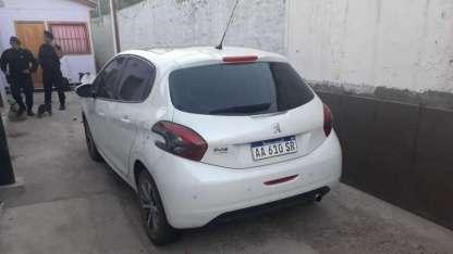 el auto robado que fue recuperado en La sHeras.