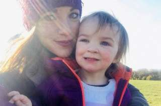 Kiara Moore, junto a su mamá Kim.