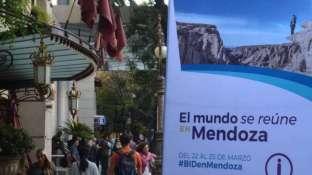 Los hoteles locales, en este caso el Sheraton, ya lucen en sus frentes los banners que identifican a la Asamblea del BID.