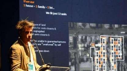 La disertación de Alejandro Aravena puso énfasis en mostrar un caso exitoso de Iquique, Chile, que puede replicarse.
