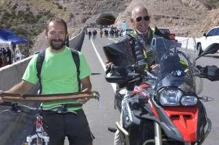 El ciclista Ignacio Osorio y el motociclista Horacio Le Donne, fueron los primeros en cruzar por el túnel tras la inauguración.