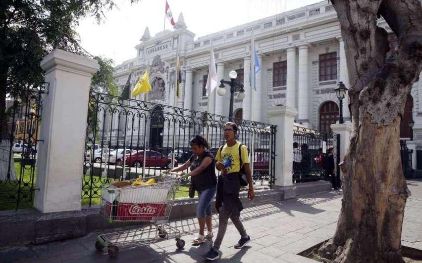 Martín Vizcarra Cornejo jurará hoy como presidente de Perú
