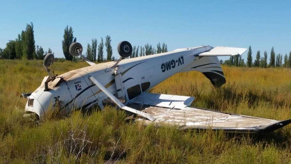 San Rafael: una avioneta volcó tras un aterrizaje de emergencia