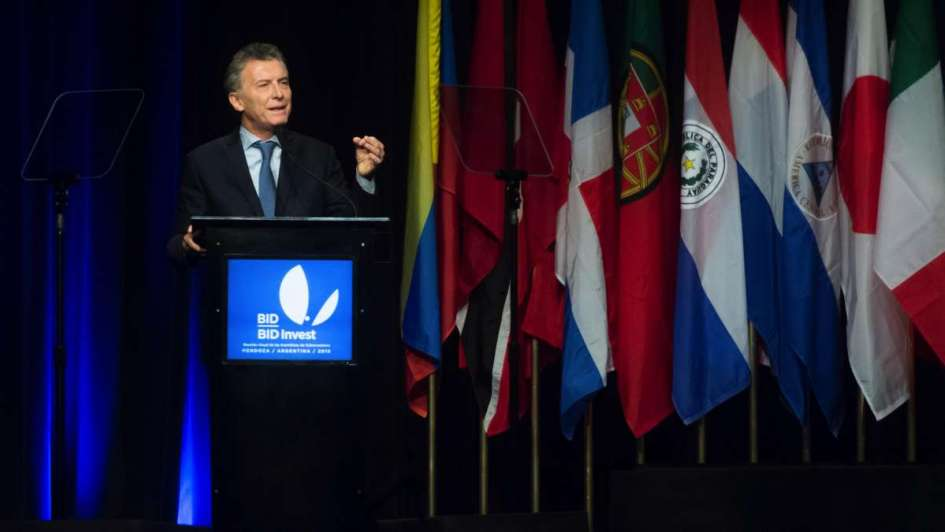 El BID quiere inversión mixta en obras y más integración comercial