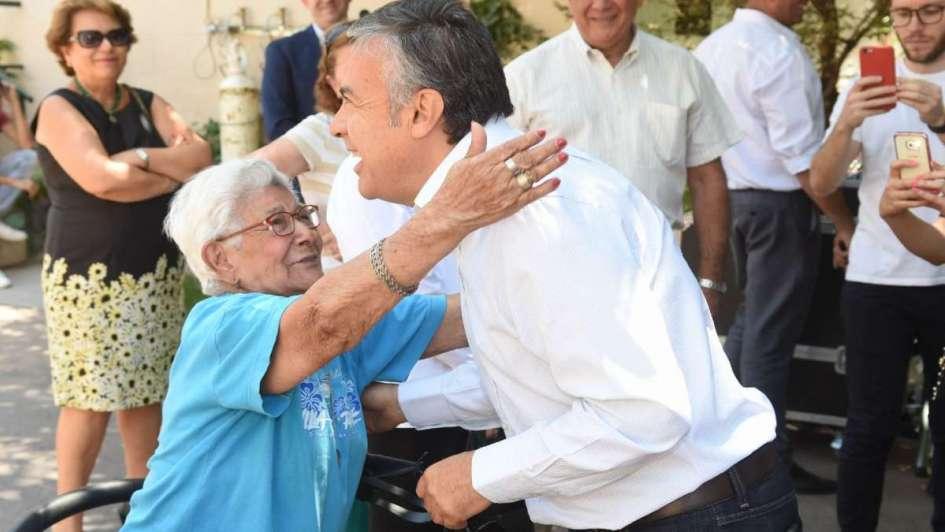 Despedida vía decreto: Cornejo agradecerá a los estatales jubilados en el Boletín Oficial