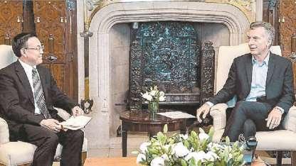 Macri y el vice de la Railway, Wenzhong Wang.