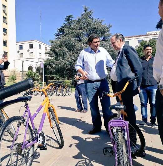 Cincuenta bicicletas decomisadas por la Justicia ahora son de alumnos de escuelas rurales